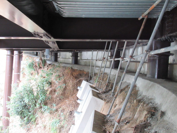 橋の下片押し擁壁解体完了