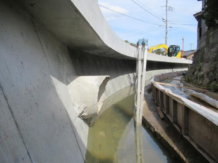 雨水渠重力式擁壁完了(アバノンシート貼り施工)