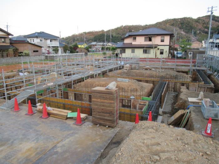 S造基礎地中梁建て込み