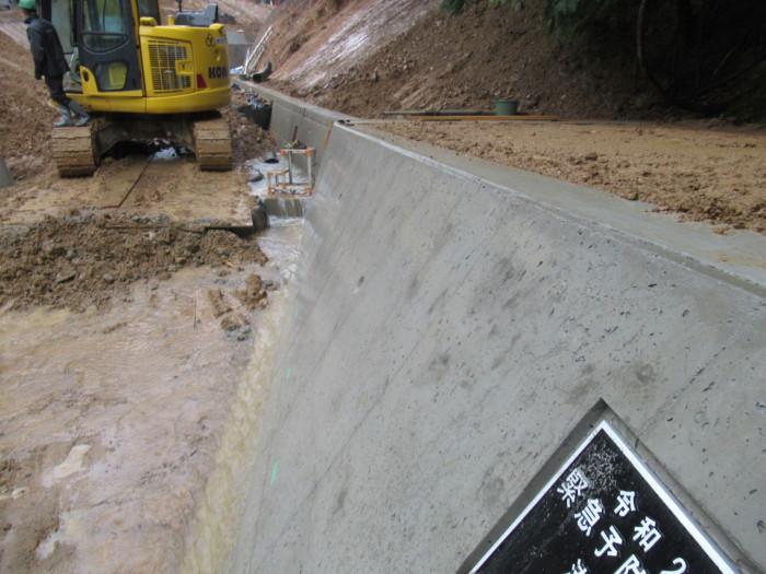 流路工捻り擁壁解体完了