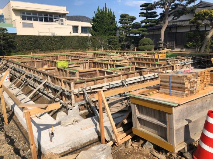 H邸木造基礎建て込み中